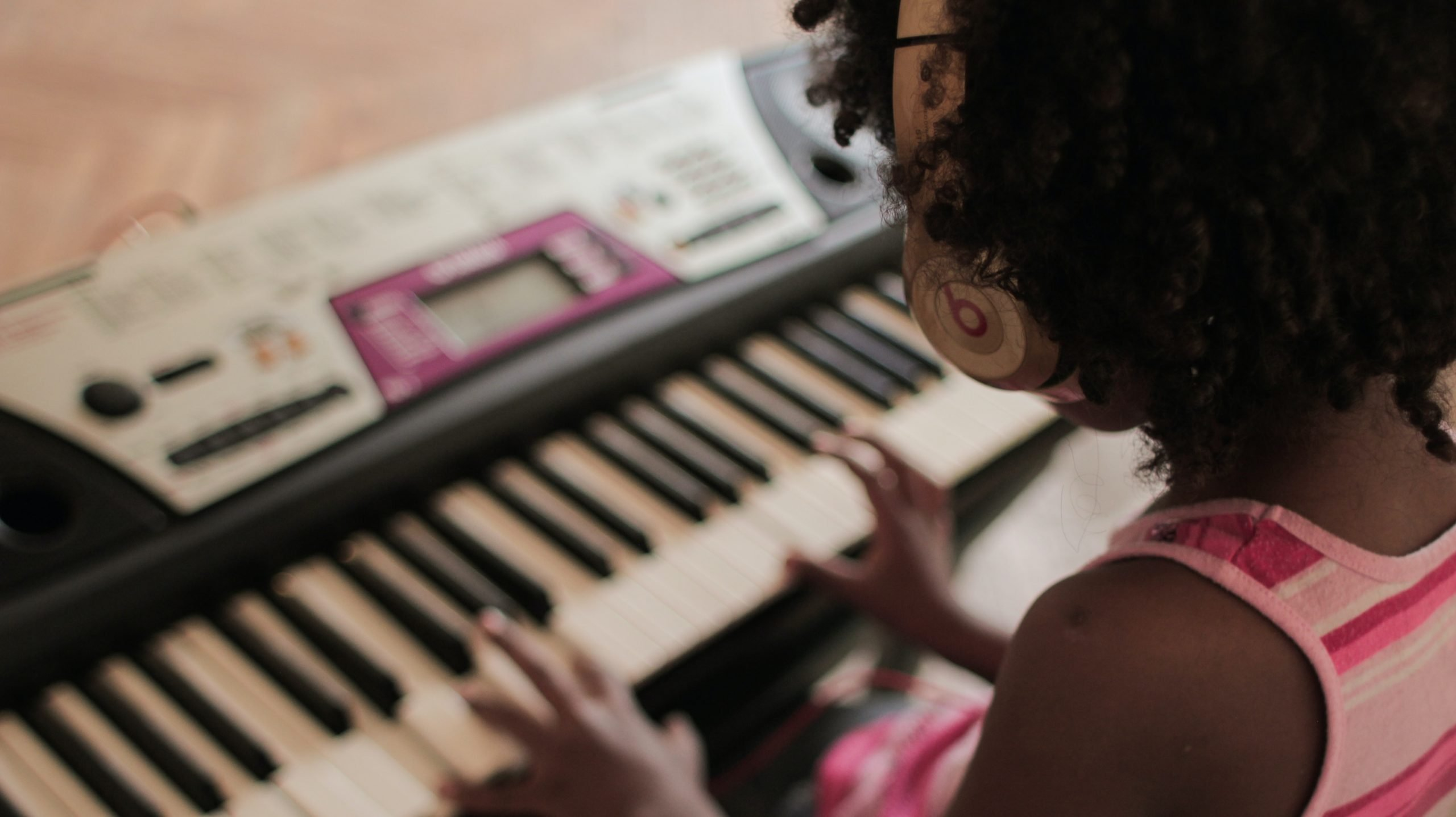 young girls plays the keyboard