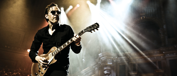 Joe-Bonamassa plays the guitar